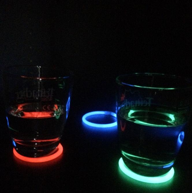 Leuchtendes Neon Essen Neon Gläser
