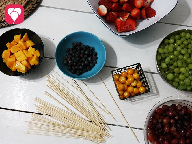 Regenbogen Obstspieße vorbereiten Zutaten