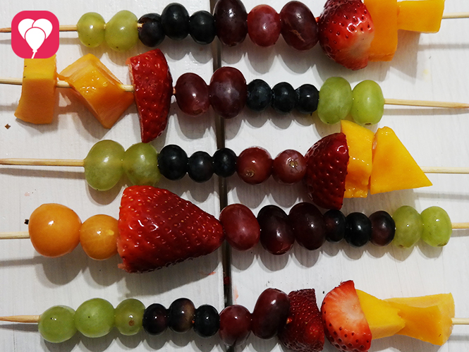 Regenbogen Obstspieße selber machen