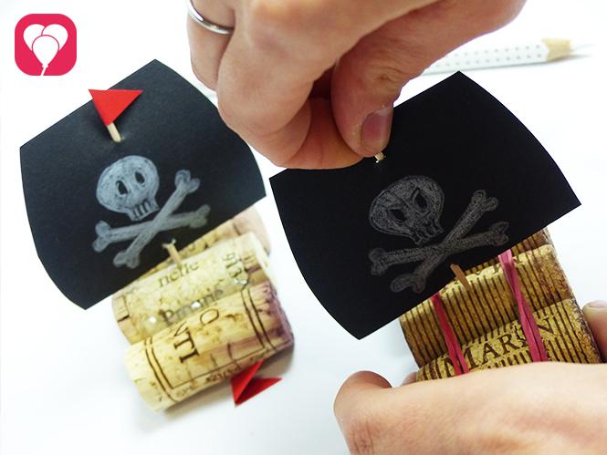 Piratenschiff basteln Segel einstecken