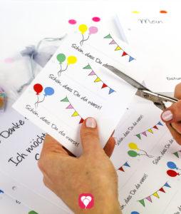 balloonas Geburtstagsbuch - Geschenkanhänger ausschneiden