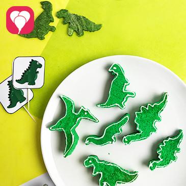 Mini Dino Kuchen aus Biskuit Boden