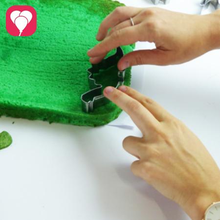 Mini Dino Kuchen mit Keksausstechern zaubern