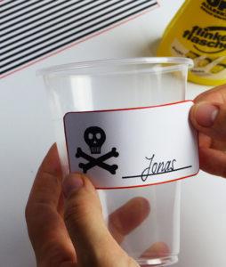 Piraten Flaschenetiketten und Becherschilder - Schritt 5