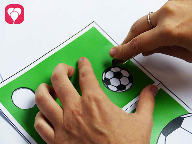 Fußball Einladungskarte mit Torwand - Torwand ausschneiden
