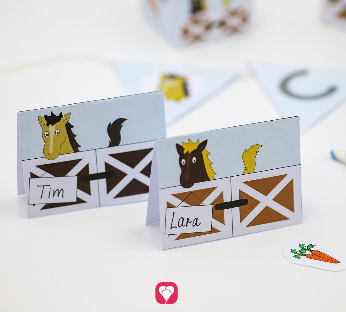 Pferde Tischkarten und Strohhalm Deko