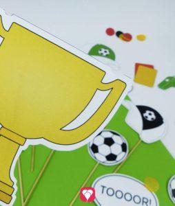 Fußball Photo Booth Set mit Pokal, Fußball, Trillerpfeife & Co.