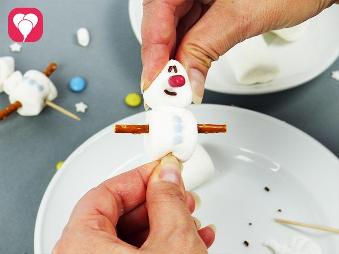 Olaf Muffins - Olaf auf Marshmallows zusammenstecken