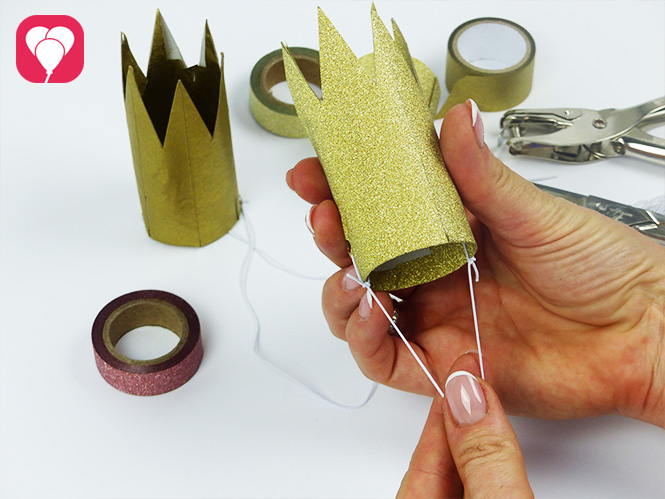 DIY Krone basteln - Gummiband anbringen