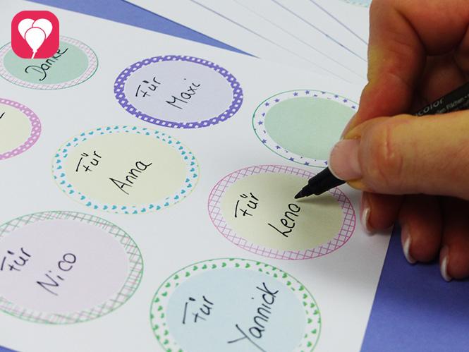 Lieblings-Sticker als Etiketten beschriften