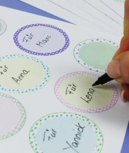 Lieblings-Sticker als Etiketten - Schritt 1
