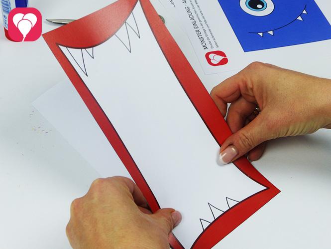Monster Einladungen - Schritt 2 - Vorder- und Rückseite zusammen kleben