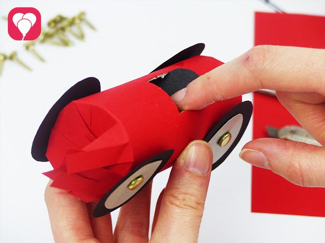 Auto Give Away - Sitz ankleben