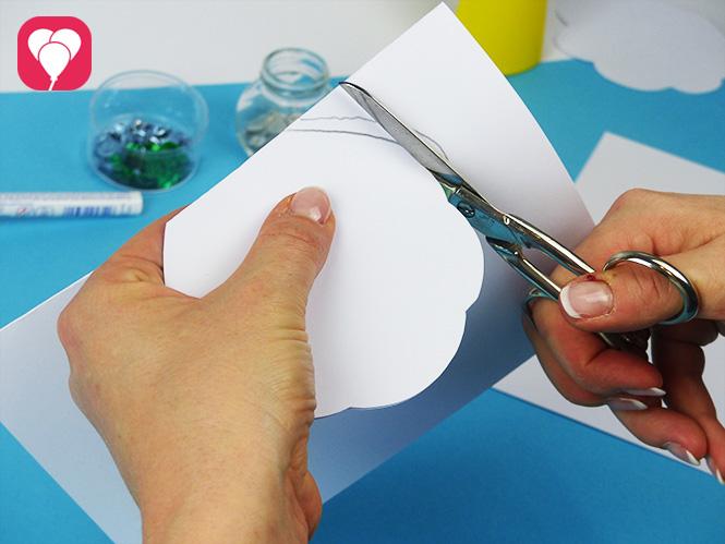 DIY Muschel Einladung basteln - Innenkarte ausschneiden etwas kleiner ausschneiden