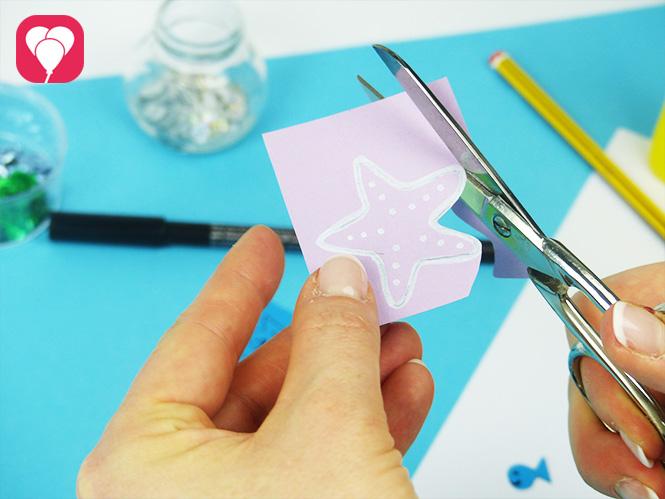 DIY Muschel Einladung basteln - Sticker ausschneiden