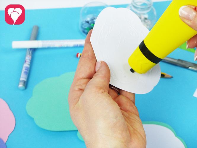 DIY Muschel Einladung basteln - weisse Innenseite fuer Einladungstext aufkleben