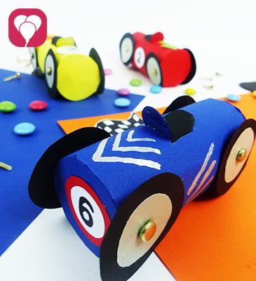 DIY Rennauto basteln - aus Klopapierrollen für kleine Geschenke