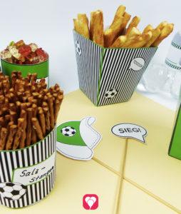 So verpackst Du Deine Fußball Snacks mottogerecht - Fußball Snack Becher & Tüte für den Fußball Geburtstag