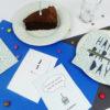 """""""Zeit für Kuchen"""" Design Postkarte als Glückwunschkarte (blau)"""