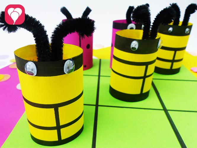 Tic Tac Toe Spiel mit süßen Bienen und Marienkäfer