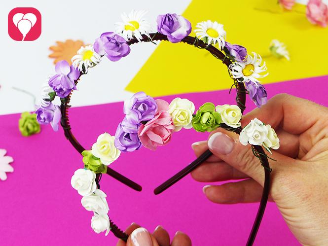 Blumenkranz aus Haarreifen basteln - mit echten oder Plastik Blumen