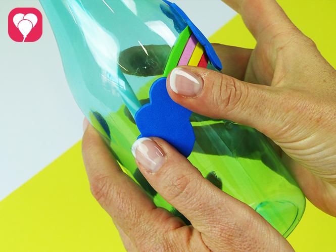 Dekoriere Deine Trinkflaschen mit Motiven aus Moosgummi