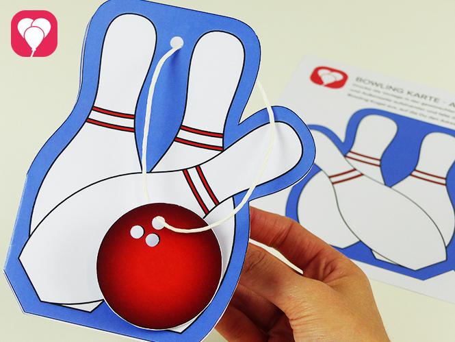 Einladung zum Bowling Kindergeburtstag basteln - Fertige Bowling Karte mit Anhaenger