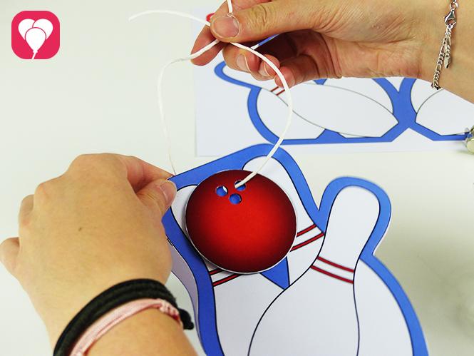 Einladung zum Bowling Kindergeburtstag basteln - Festknoten und schon hast Du einen tollen Anhaenger