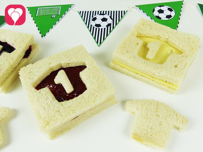 Leckere WM Toasts ganz einfach mit Keksausstechern anrichten