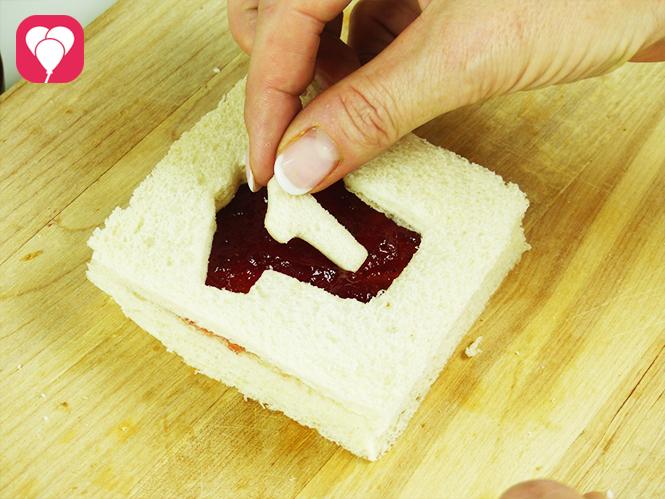 WM Toasts - Trikotnummer auf Toast legen