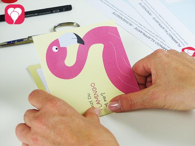 Flamingo Einladung - Karte in der Mitte falten