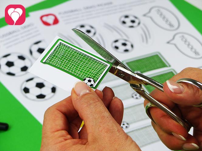 Fussball Geschenktüten basteln - Fussball Motive ausschneiden