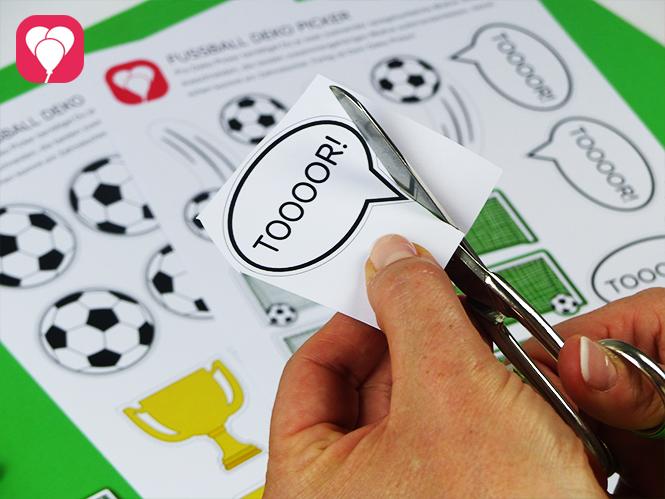 Fussball Geschenktüten mit Deko Picker Vorlage verzieren