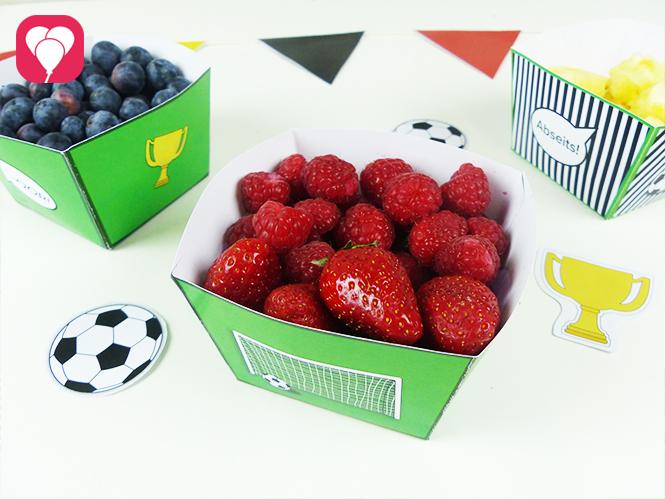Gesunde WM Snacks - Früchte in schwarz-rot-gold
