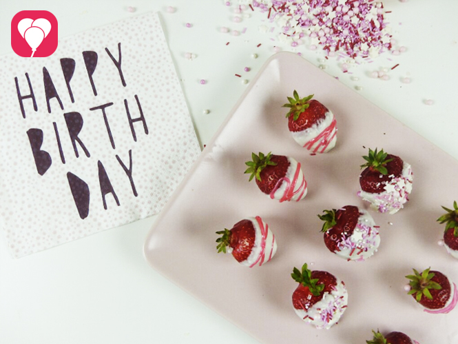 Leckere Aktivität mit Kindern - Schoko Erdbeeren dekorieren