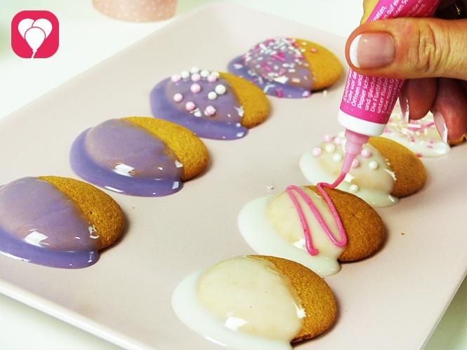 Prinzessinnen Kekse mit Zuckerschrift verzieren
