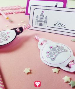 Märchenschloss Tischkarten und Strohhalm-Deko für kleine Prinzessinnen