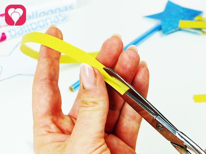 Glitzer Accessoires für einen Zauberstab Stift - Bänder zurecht schneiden
