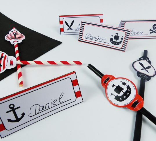 Pirate place cards and straws