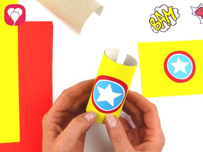Superhelden Party Spiele und Verkleidung aus Klorollen