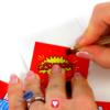 Superhelden Geschenkbox Schritt 3 - Schlitz zum Verschließen