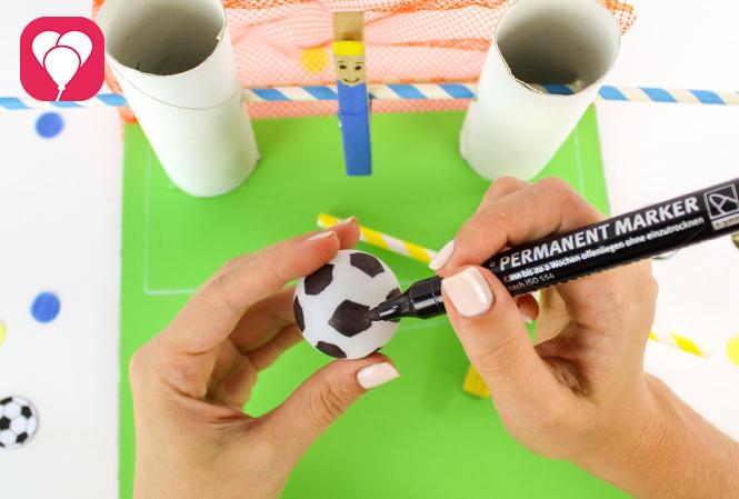 DIY Kicker Spiel - Ball bemalen