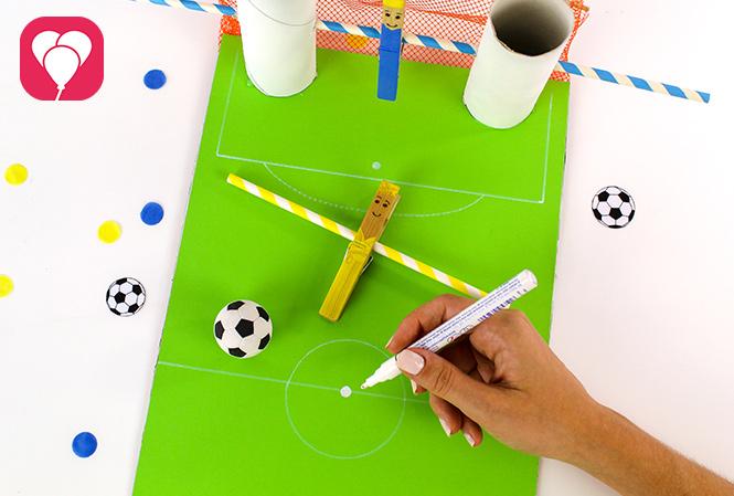 DIY Kicker Spiel - Spielfeld aufmalen