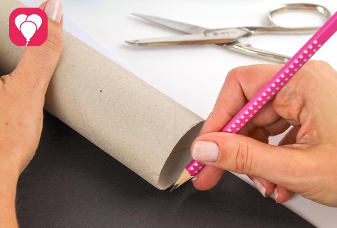 Piraten Fernrohr basteln - Tonpapier zuschneiden