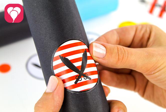 Piraten Fernrohr basteln - Sticker aufkleben