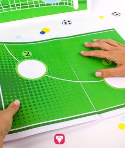 Fußball Torwand Spiel - Spielfeld zusammenkleben