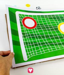 Fußball Torwand Spiel - Torwand mit Pappe stärken