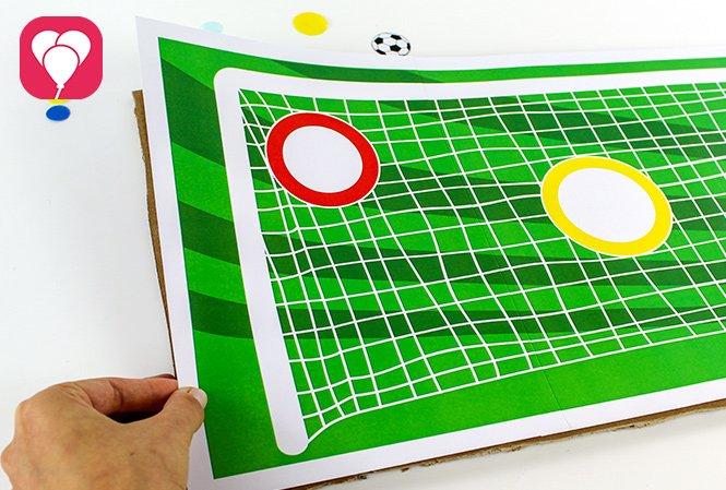 Fussball Torwand Spiel - Vorlage auf Karton kleben