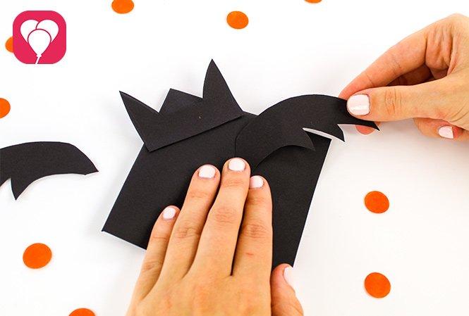 Halloween Einladung - Flügel ankleben
