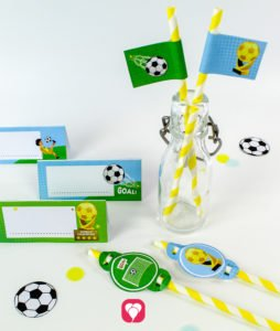 Soccer Place Cards and Straw Decor - balloonas